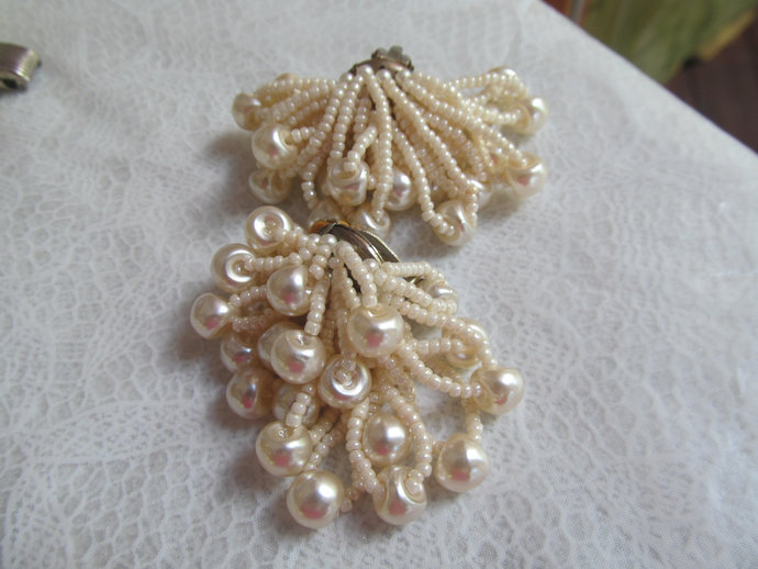 Beautiful vintage dangle clip back earrings w seed and large pearls