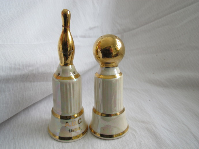 Lusterware Bowling Ball and Pin Trophy Salt and Pepper Shakers / Bowling salt