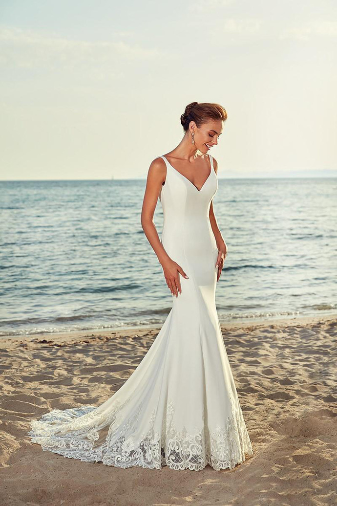 2019 New Beach Mermaid Wedding Dresses V Neck White Satin Wedding Bridal Gowns