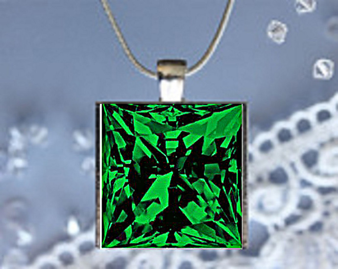 Pendant Necklace Birthstone, May Emerald