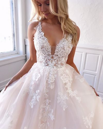Charming V neck Appliques White Tulle Formal Wedding Dresses
