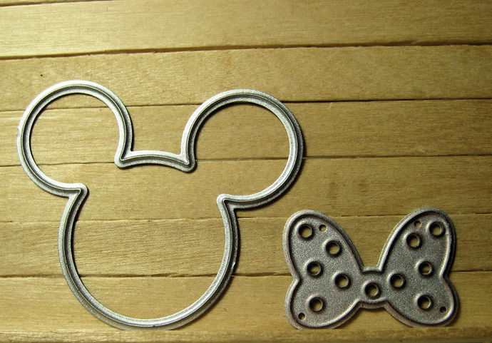 Small Mickey & Minnie with Bow Metal Cutting Dies