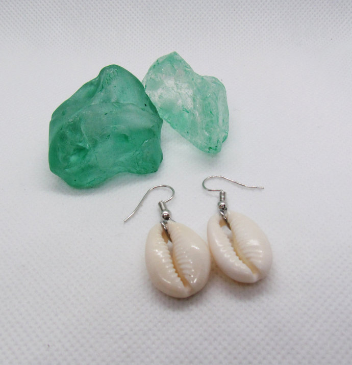 Earrings. Real Shell. Cowrie Shell Jewelry. Any Outfit. Gift for all Girls.