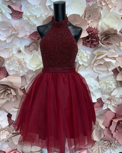 Elegant Halter Tulle Burgundy Short Homecoming Dress with Beaded