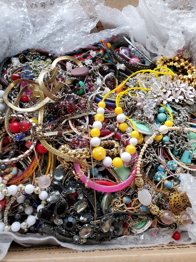 PRICE REDUCED MUS GO Bulk Lot 18 lb Destash Lot Jewelry Craft Supplies Free