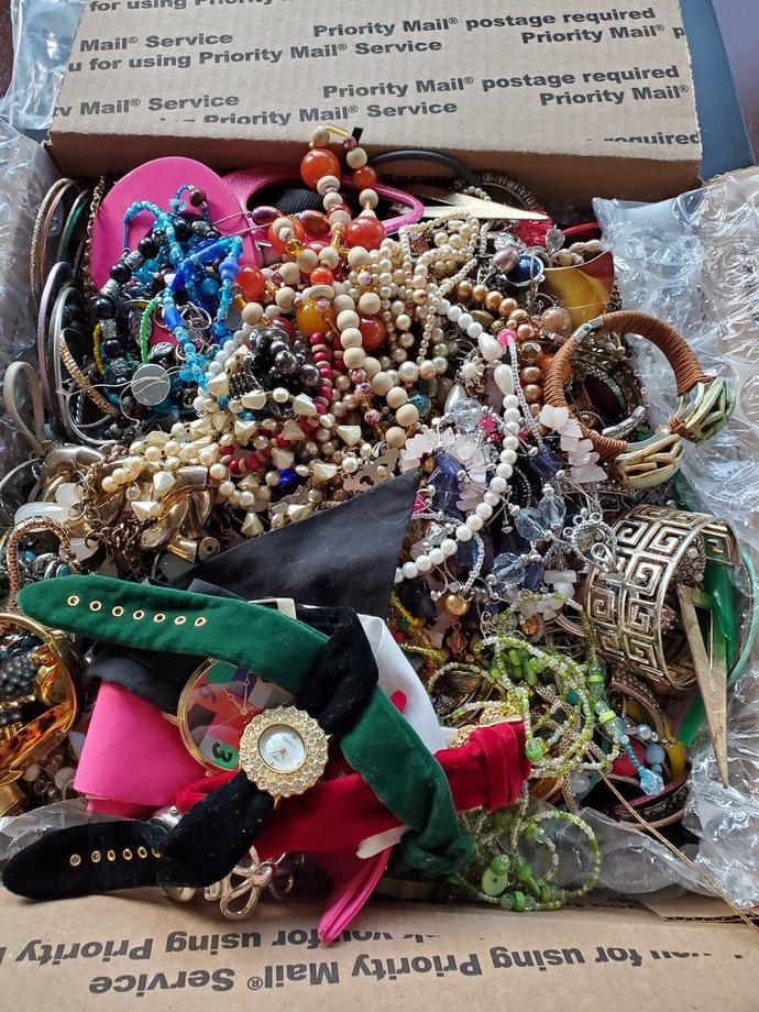 Huge 24+lb jewelry lot,huge jewelry box, destash jewelry lot, huge jewelry lot,