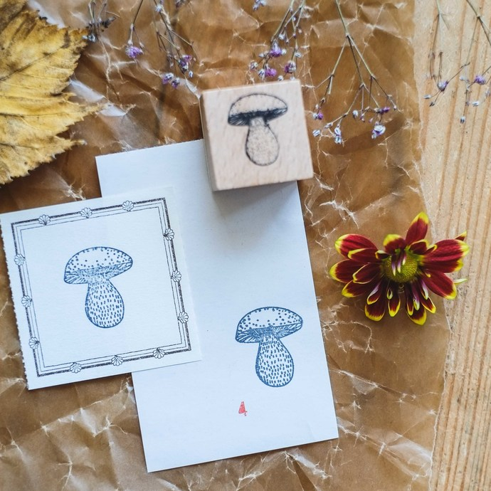 London Gifties original design wooden stamp - Mushroom 4 - 3 x 3 cm