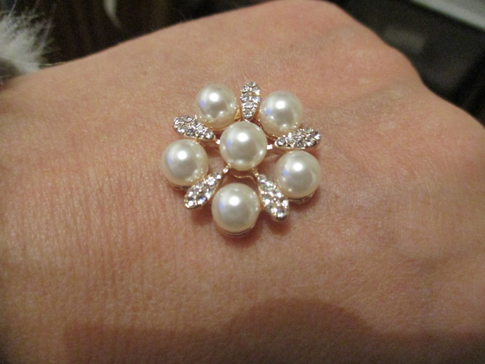 One inch wide Pearl & Diamante Flower Flatback