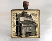Music Lovers Pendant, Organ