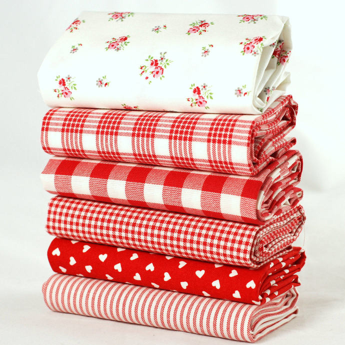 Romantic Hearts and Red Roses Fat quarter fabric bundle - 100% cotton - Romantic