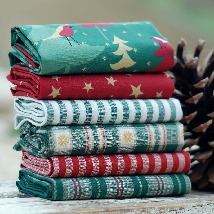 Festive Christmas Tree fat quarter fabric bundle 100% cotton red green cream