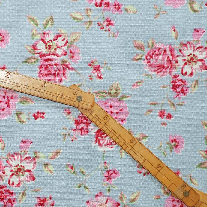 Rose Garden Fat quarter fabric bundle - 100% cotton - anthracite grey rose