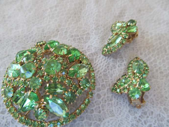 WEISS signed vintage lime green rhinestone round brooch and earring set