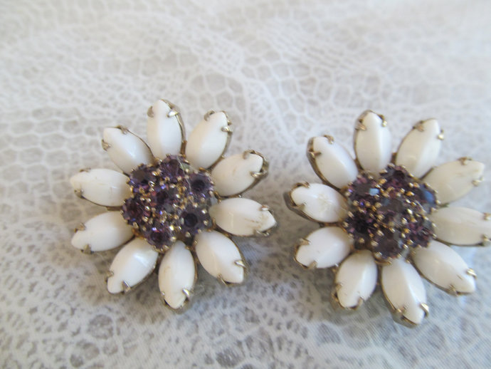 WEISS signed vintage earrings flower motif with white petals and purple center