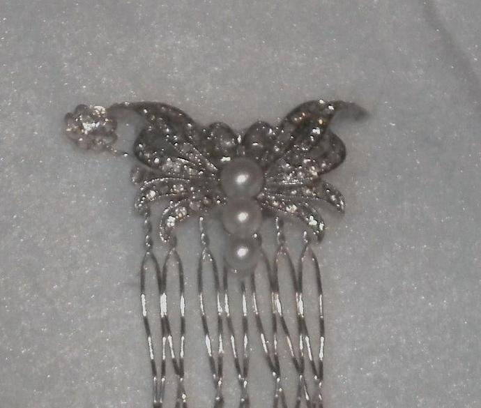 Vintage sparkling butterfly comb