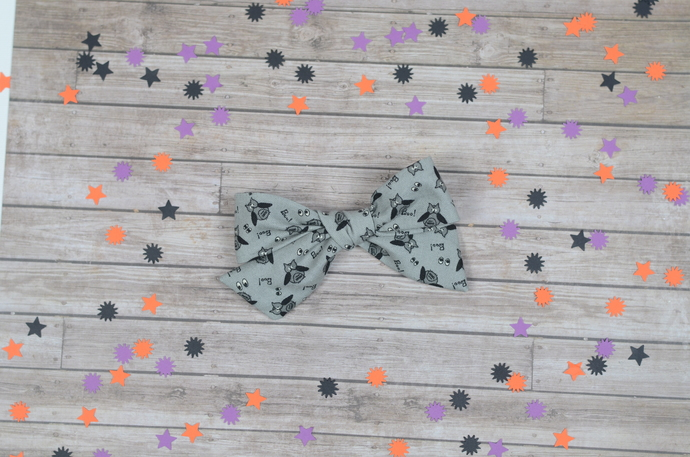 Medium Lizzy Bow - Halloween Collection - Boo Hoot