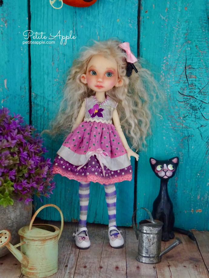 Violet dress + socks and hairpin for Wren and Middie Blythe - vintage embroidery