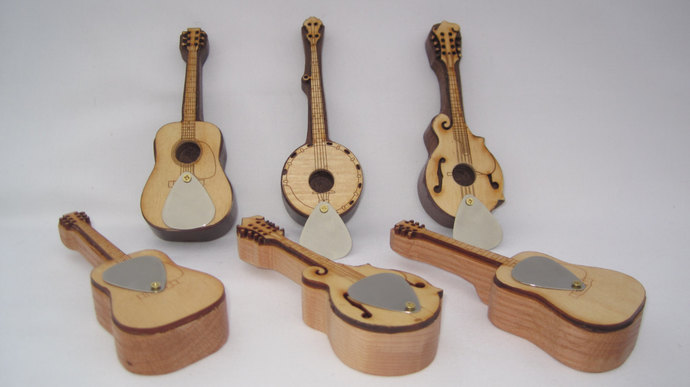Guitar, Banjo & Mandolin Pipe; Pipes Shaped like Acoustic Instruments: Acoustic