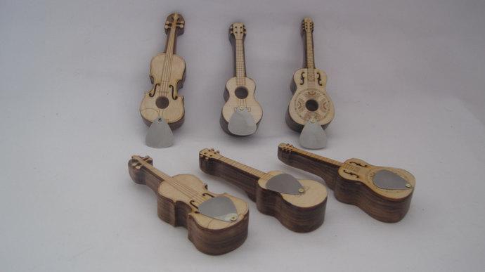 Ukulele Pipe; Dobro Pipe; Fiddle Pipe; Wood Pipes shaped like Musical