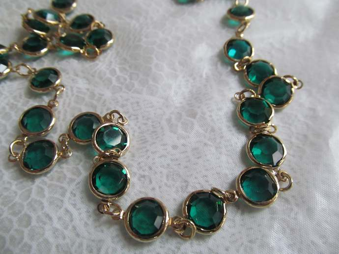 Sparkling green glass and gold colored vintage metal necklace