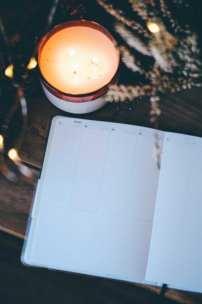 Mossery 2020 Weekly Planner - Plain Black in vertical layout