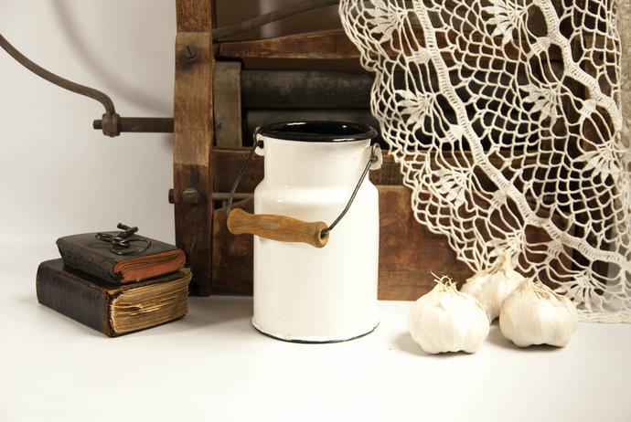 Rustic milk can, metal milk can, farmhouse kitchen decor, vintage country decor,