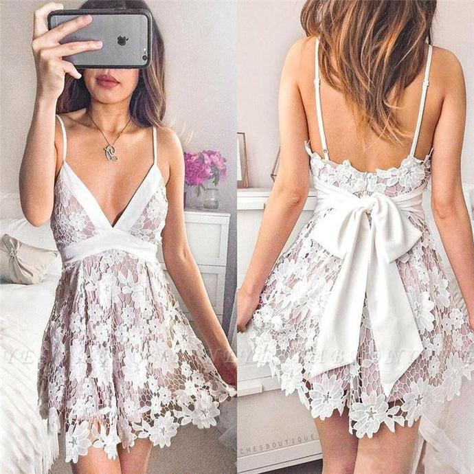 Chic Lace Mini Short Homecoming Dresses Sexy Backless With Bow Back Spaghetti