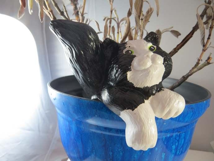 Clearance - ceramic black & white plant pot sitter decor
