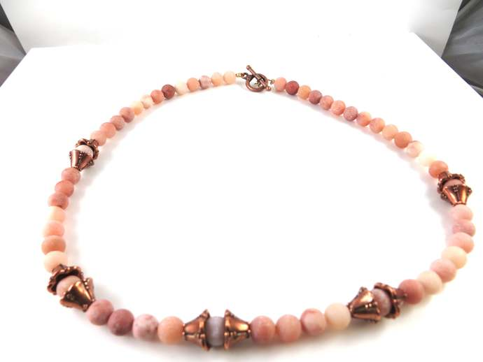 Beaded necklace with pink aventurine beads