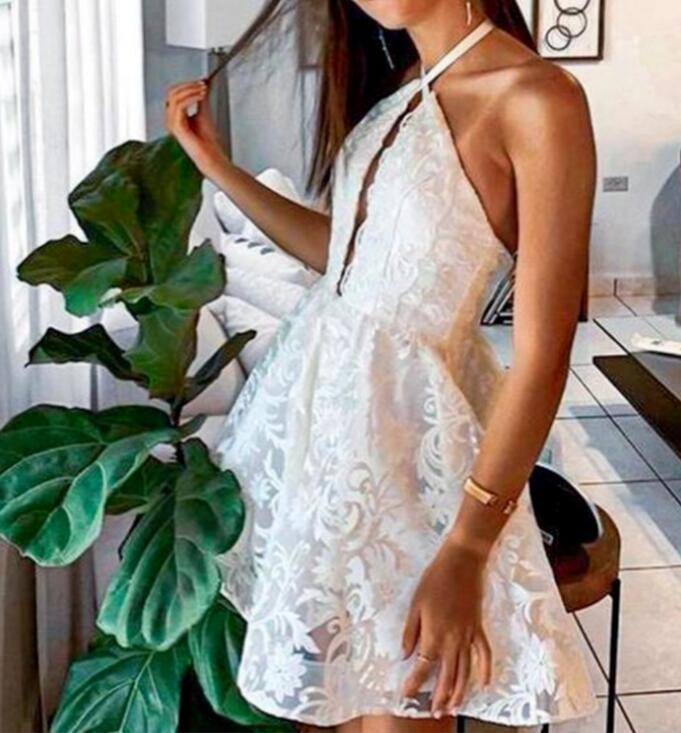 Halter Deep V-neck Backless Lace Sleeveless Homecoming Dresses