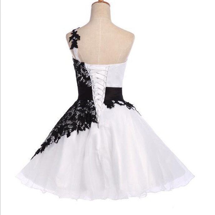 One Shoulder Tulle A-line Homecoming Dresses with Black Appliques