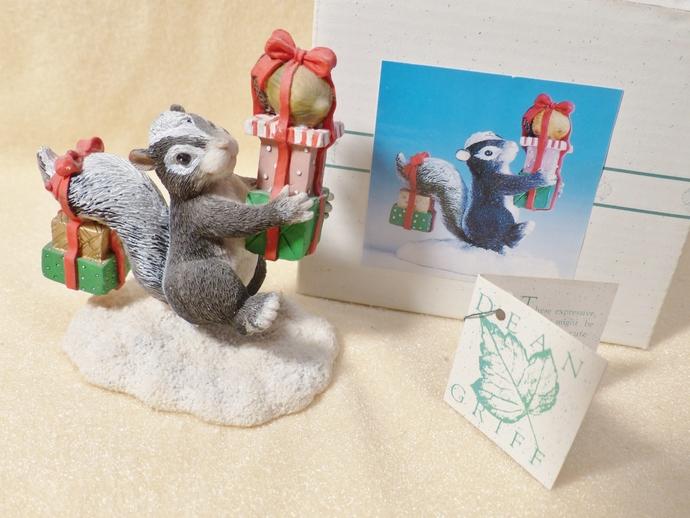 Charming Tails Figurine, Bearing Gifts, Vintage Skunk Figurine, Novelty Skunk,