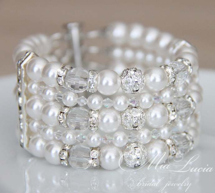 Pearl Cuff Bracelet / Pearl bridal bracelet for wedding day / Sparkling chunky