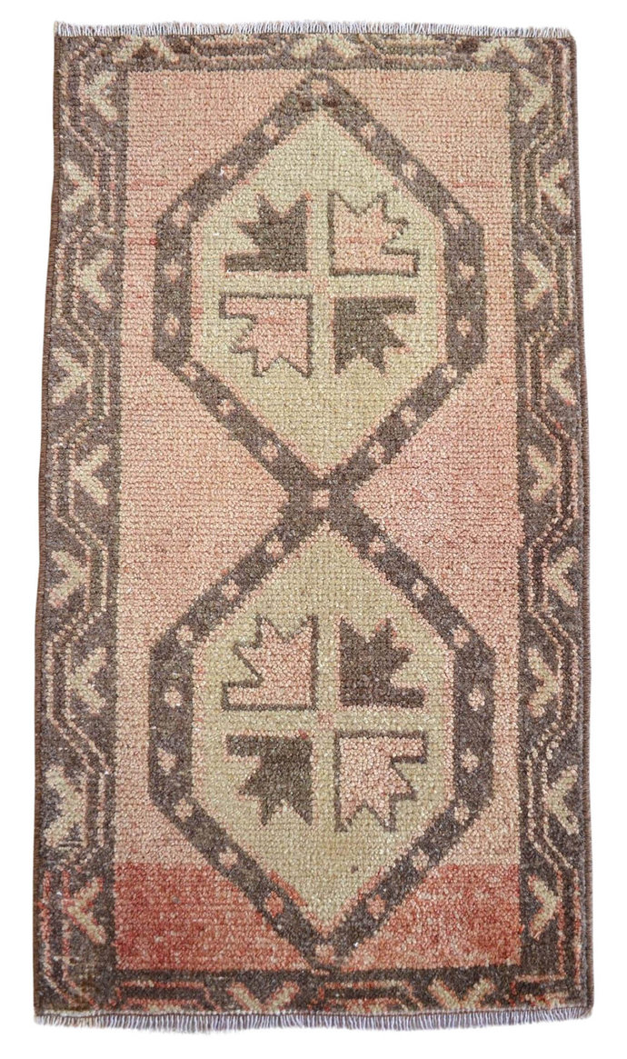 """1 ft 7 in x 2 ft 10 in -  SMALL OUSHAK RUG -  Yastik Rug 19"""" x 34""""  *"""