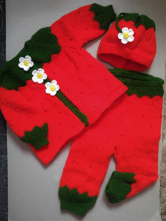 hand made knitted set for girls, in shape of  strawberry. Free shipping.