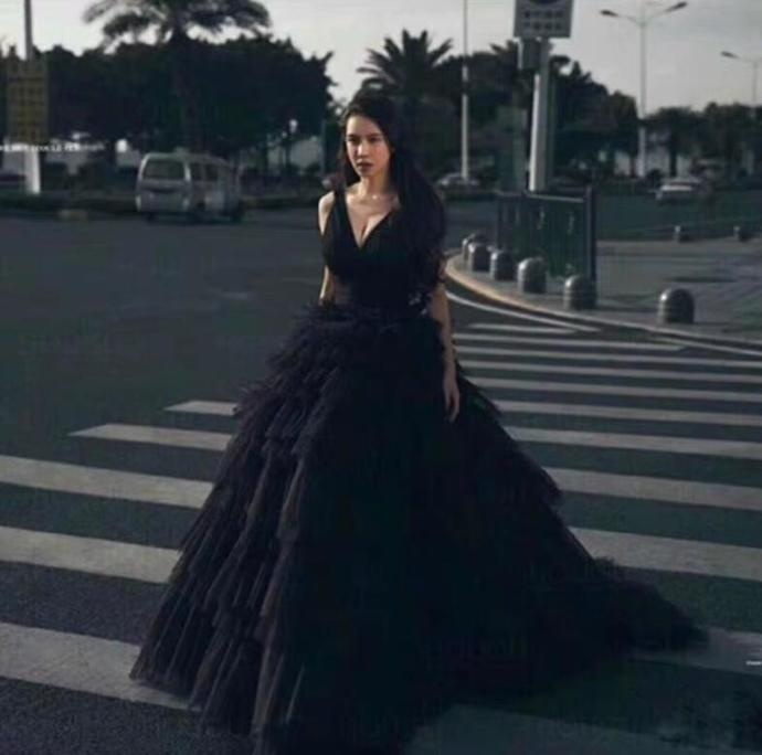 New Arrival V-Neck Black Tulle Ball gown Quinceanera Dresses Custom Made Women