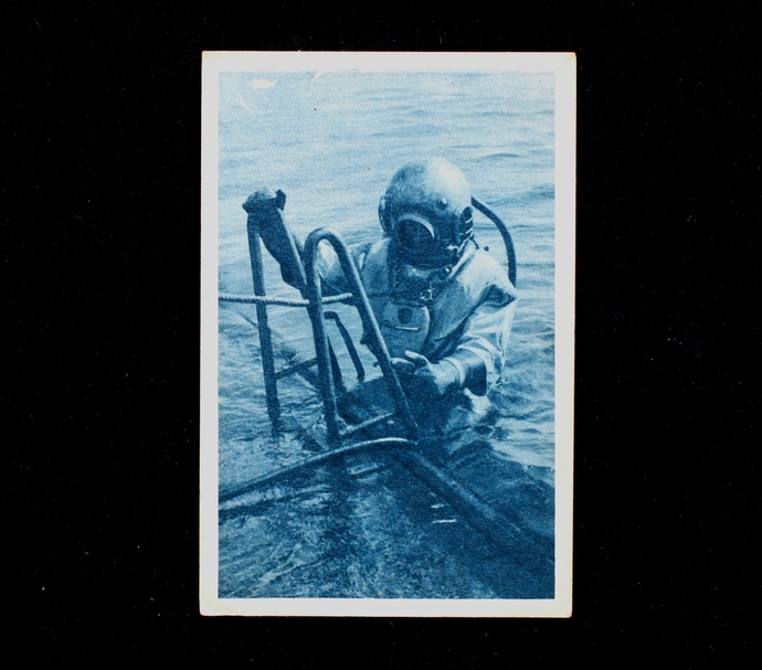 The diver descends into the water, (works on the battleship Zahringen) /  K.