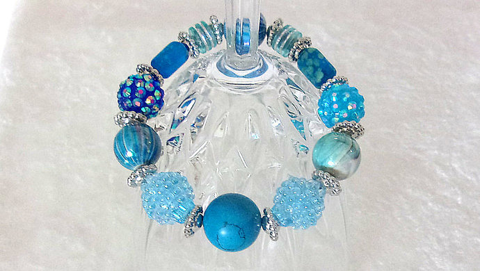 Bracelet, stretch, beaded in Beautiful Blue Swirly colors with sparkle and
