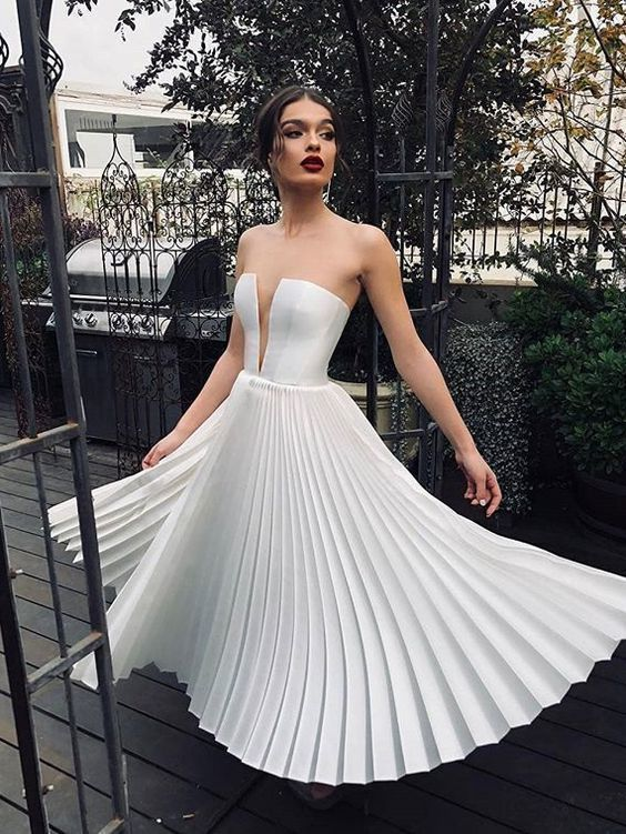 Sexy V Neck Solid Color Pleated Strapless Dress