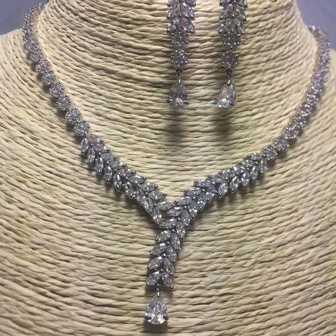 Silver Petals Necklace Set