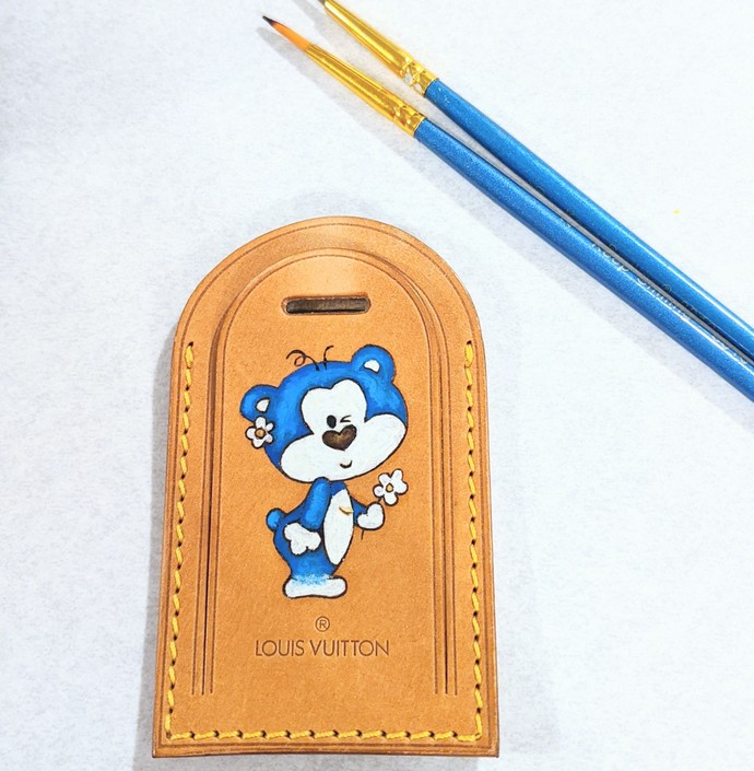 Customized Louis Vuitton luggage tag - LV hand painted tag - Louis Vuitton name