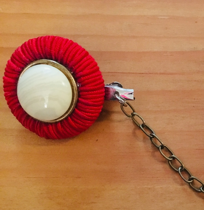 Sweater clips ~ Red and Cream ~