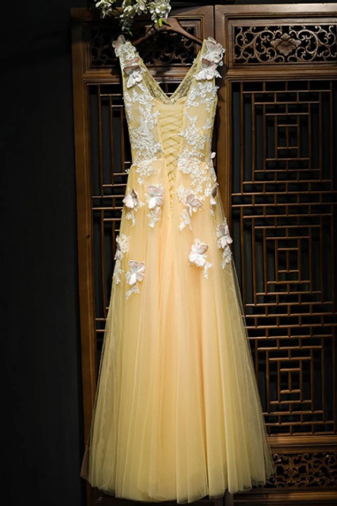 Charming Flowy Long Tulle V Neck Prom Dress With Lace Butterflies