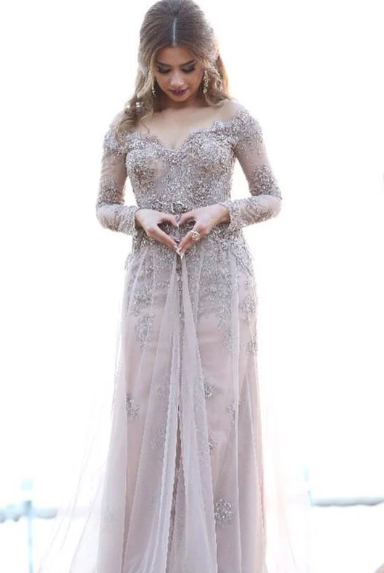 A line Off-the-shoulder Long Sleeves Tulle Appliques Prom Dress