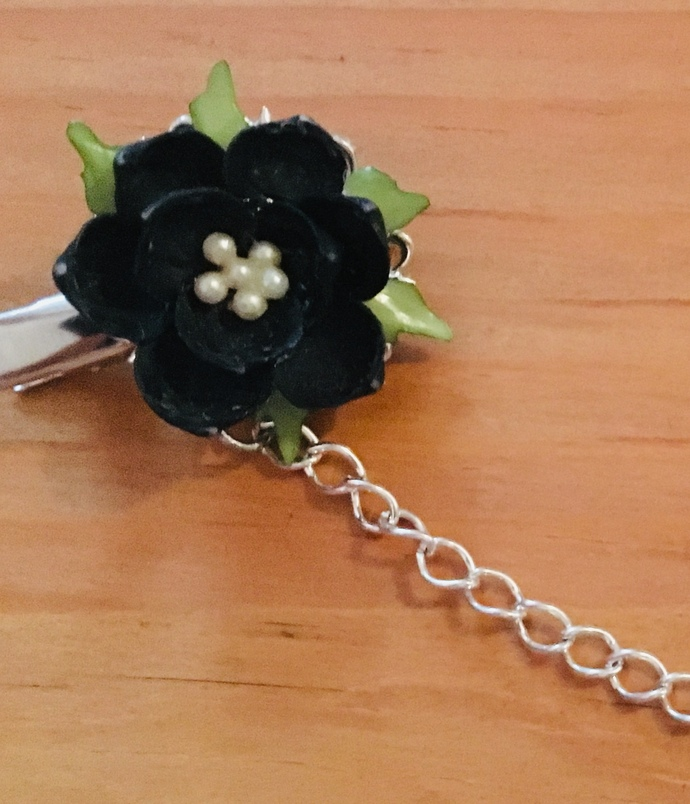 Sweater clips ~ Black Flowers