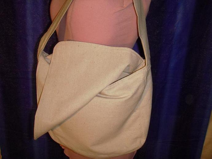 HUFFLEPUFF Canvas Messenger Bag with zippered pockets