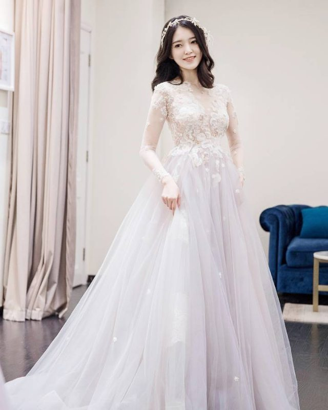 Charming Prom Dress,Tulle Prom Gown,Appliques Prom Dress,Long-Sleeves Wedding