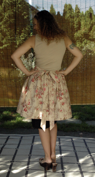 LUCY Retro style floral half apron