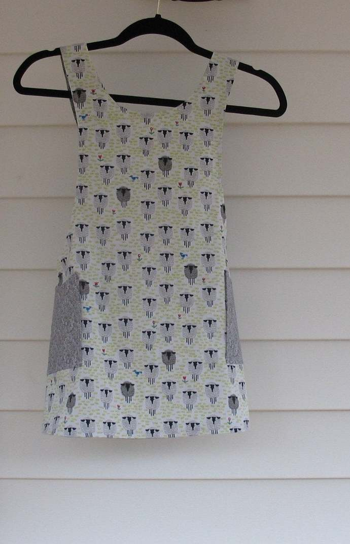Girl's M (6/8) Cross back apron/pinafore fully lined