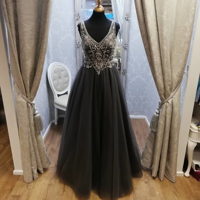 Black Prom Dress,Tulle Prom Gown,Beading Evening Dress,V-Neck Prom Gown 0085
